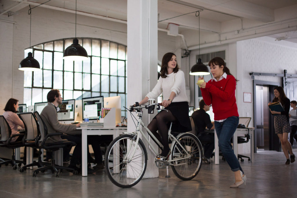 THE INTERN review Anne Hathaway on a bike